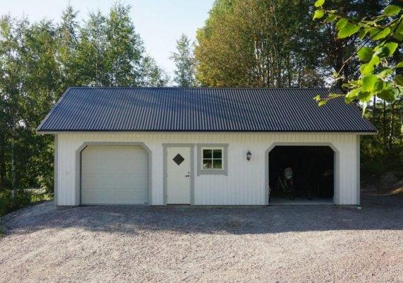 Garasje med carport og bod