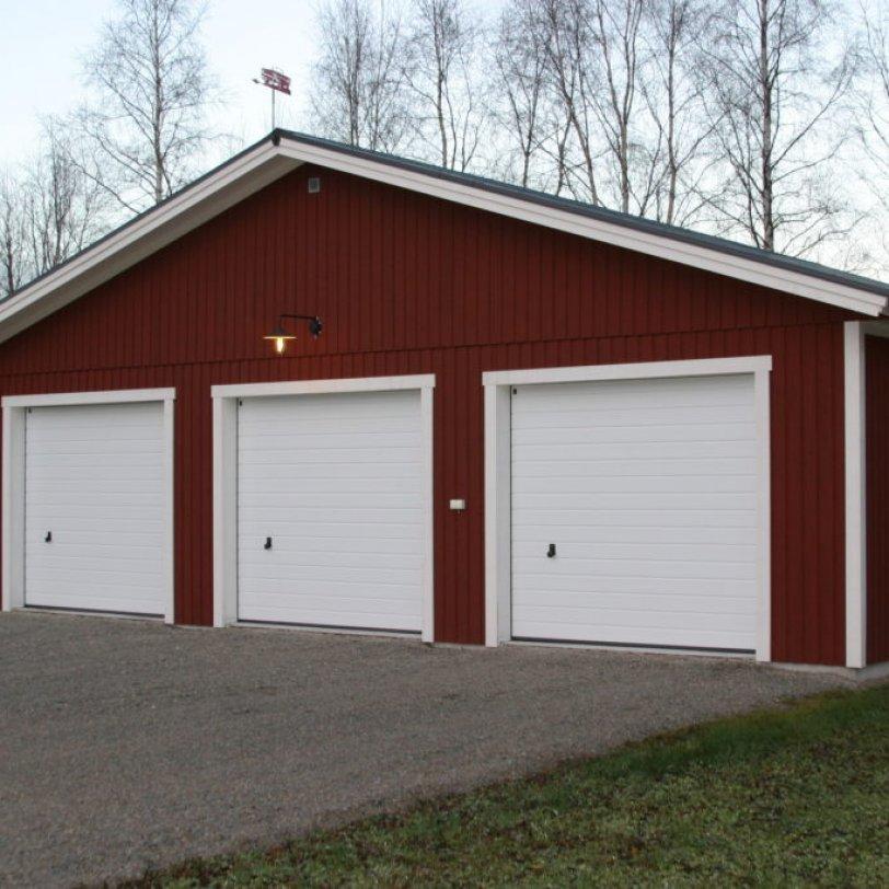 Stor garasje for tre biler